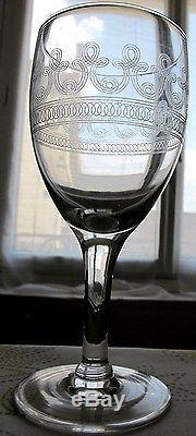 10 anciens verres à eau en cristal gravé Baccarat