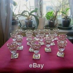 16 verres à liqueur ancien en cristal de baccarat modèle harcourt décor or