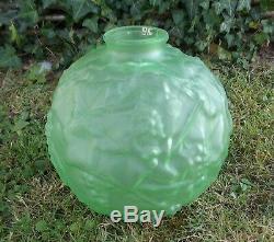2 Anciens Vase Boule Ouraline Annee 20 Decor Raisins Et Vigne Signe Espaivet