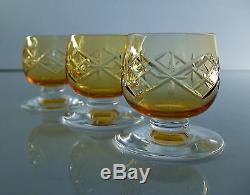 ANCIENNE SERVICE CARAFE ET 4 VERRES à liqueur EN CRISTAL TAILLE ST LOUS SIGNE