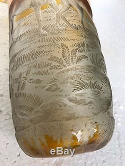 ANCIEN VASE CORNET EN CRISTAL DE BOHEME EPOQUE FIN 19éme DECORS DE CHIENS