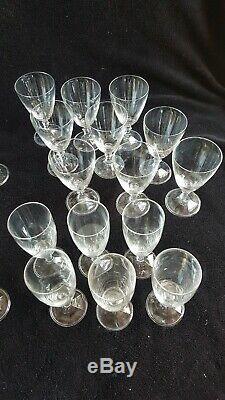 Ancien Service De Verre En Cristal monogrammé L, 31 Pièces flûte vin baccarat