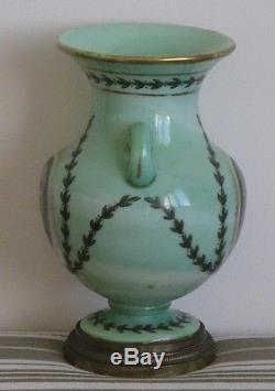 Ancien Très Grand Vase Opaline Verte Napoléon décor à l'antique peinture bronze