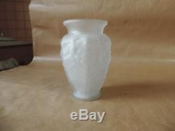 Ancien Vase Art Déco en verre Moulé Pressé Signé Muller Frères Lunéville