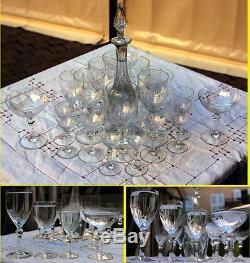 Ancien service a verres 20 pieces Cristal pieds et verres tailles