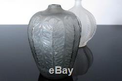 Ancien vase René Lalique modèle Tournai. Signé R Lalique