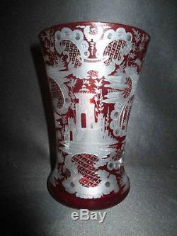 Ancien vase cristal de Bohème taillé rouge décors riche château chasse XIX ème