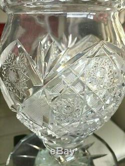 Ancienne Carafe à eau en cristal taillé, sur pied, bel objet-Baccarat ou st Louis