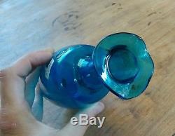 Ancienne Carafe en verre bleu décor émaillé scène de pêche, farce, humouristique