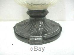 Ancienne aiguière en cristal et métal ouvragé