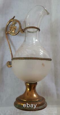 Ancienne paire de burettes déglise en verre (ou cristal) gravées de feuillages