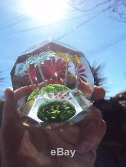 Ancienne sulfure presse papier en cristal taillée, décor de fleurs