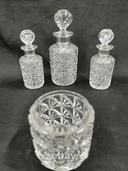 Beaux Flacons, ancien service de toilette BACCARAT, Cristal Moulé