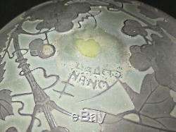 DAUM NANCY, Rare bonbonnière ancienne en verre multicouche