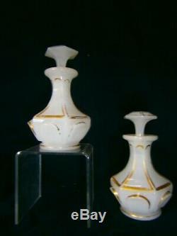 Deux anciens beaux flacons à parfum ou autre en opaline blanche XIXe