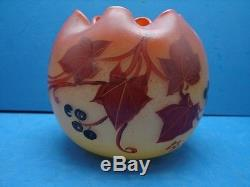 Joli ancien vase en pâte de verre décor émaillé, Legras