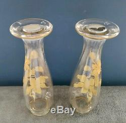 Jolie ancienne paire de vases à décor de fleurs dorées 20e