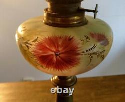 Lampe a petrole ancienne en bronze et marbre / réservoir émaillé/ verre cristal