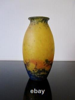 Muller Freres Luneville Ancien vase. Pate de verre