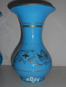 PAIRE DE GRANDS VASES ANCIENS EN OPALINE BLEU ET DORURES. XIX°. Verre, cristal