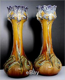 Paire de vases anciens en barbotine