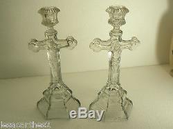 Rare Paire De Bougeoirs Christ Crucifix En Verre Presse Moule Anciens Religieux