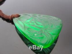 René Lalique ancien pendentif vert émeraude signé R Lalique. Lys pendant