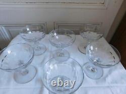 Suite de six anciennes coupes à champagne en verre ou cristal taillé côte plate