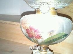 Superbe Belle Lampe A Petrole Ancienne Emaillee A Personnage Et Tulipe Cristal