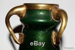 Un ancien Vase vers 1900 Montjoye verre pailleté